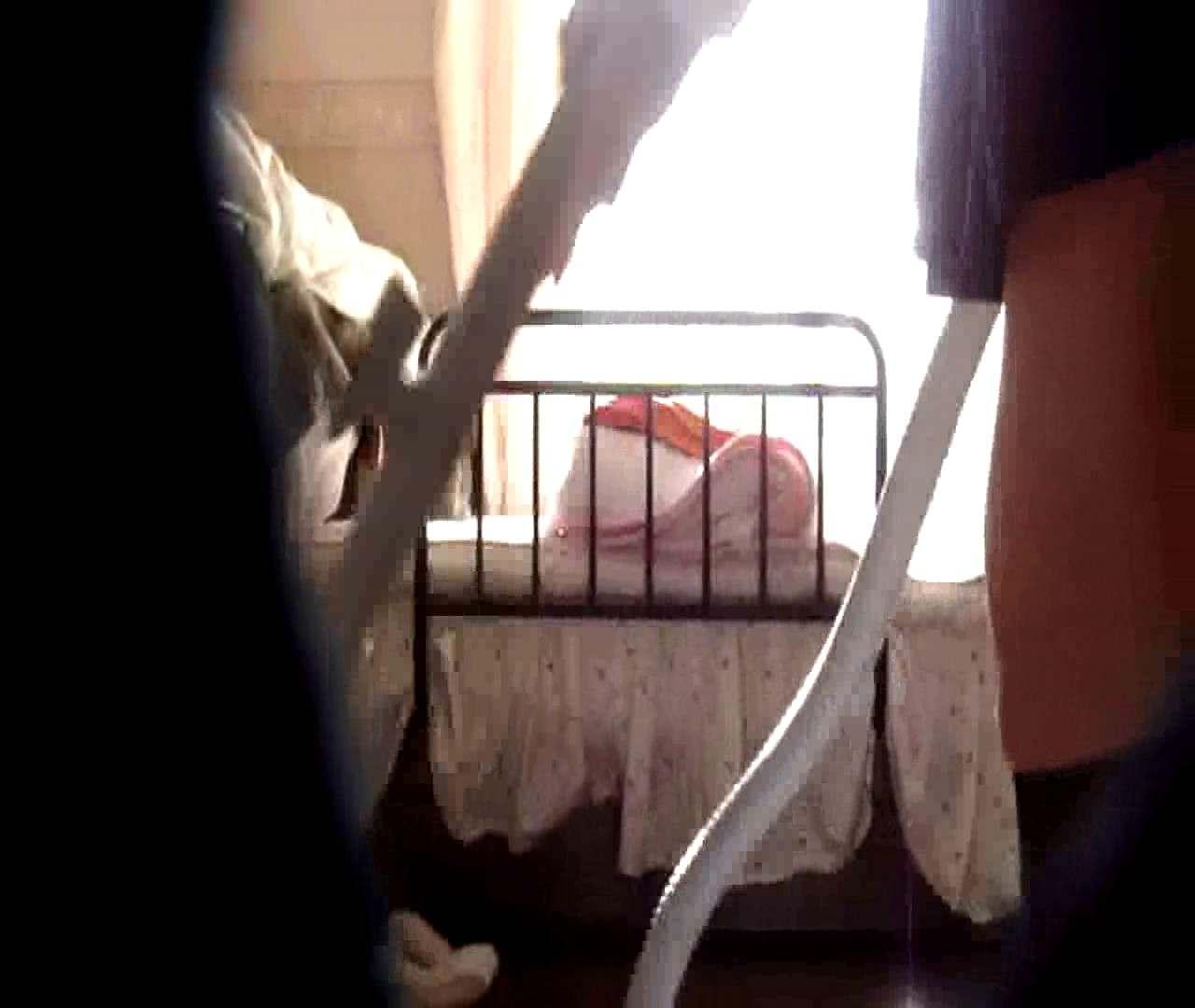 vol.3 まどかがパンツを見せながら部屋掃除、洗面所も少しどうぞ。 0  89pic 10