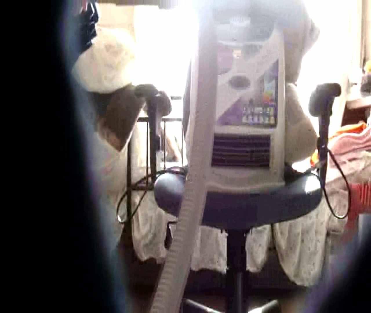 vol.3 まどかがパンツを見せながら部屋掃除、洗面所も少しどうぞ。 HなOL スケベ動画紹介 89pic 32