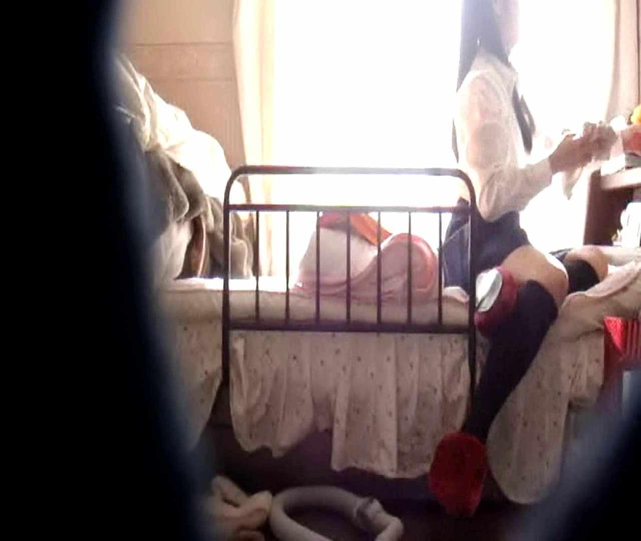vol.3 まどかがパンツを見せながら部屋掃除、洗面所も少しどうぞ。 0  89pic 75