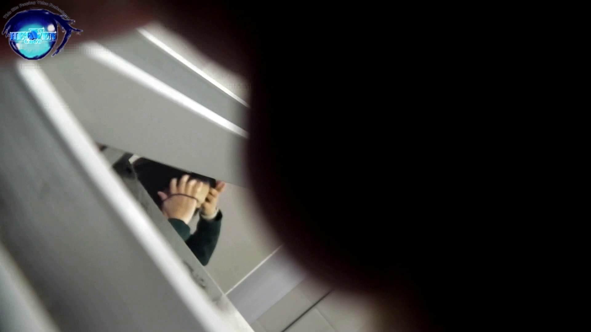 お銀さんの「洗面所突入レポート!!」 vol.54 エロすぎる捻り?前編 HなOL 盗撮動画紹介 90pic 77